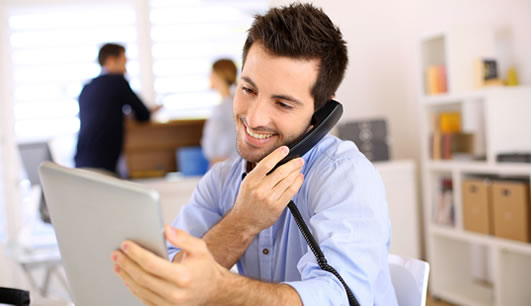 15 FRASES EM INGLÊS PARA SE VIRAR NO TELEFONE
